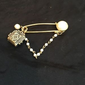 Brooch with Pearl Accents